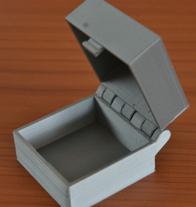 Hinged Box With Latch screen 01
